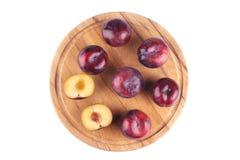 Красный плодоовощ сливы, взгляд сверху Изолировано на белизне Стоковые Фото
