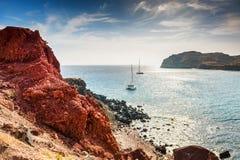 Красный пляж на острове Santorini, Греции Стоковое Фото
