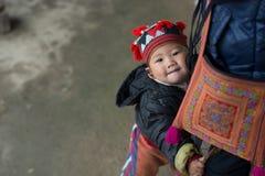 Красный ребенок Dao в Sapa, Вьетнаме стоковые фотографии rf