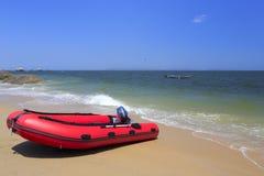 Красный резиновый быстроходный катер Стоковая Фотография