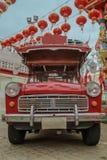 Красный ретро автомобиль songthaew стоковые изображения rf