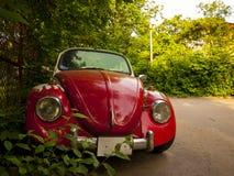 Красный ретро автомобиль Стоковые Изображения