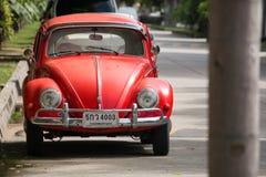 Красный ретро автомобиль Volkswagen Beetle Стоковое фото RF