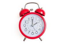 Красный ретро и винтажный будильник колокола стиля изолированный на белой предпосылке Стоковые Фотографии RF