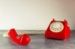 Красный ретро телефон Стоковая Фотография RF