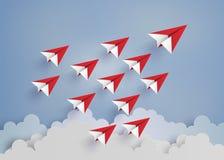 Красный самолет бумаги на голубом небе Стоковая Фотография RF