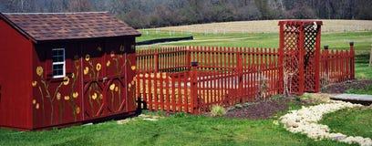 Красный сарай сада Стоковое Изображение