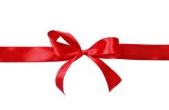 Красный смычок подарка сатинировки Стоковая Фотография RF