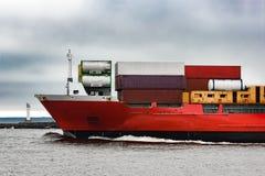Красный смычок ` s корабля грузового контейнера Стоковое фото RF