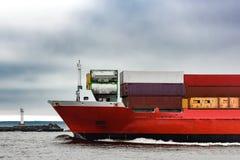 Красный смычок ` s корабля грузового контейнера Стоковые Изображения