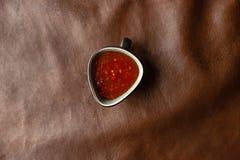 Красный соус на таблице стоковая фотография