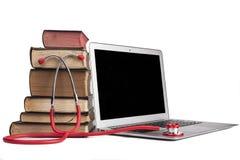 Красный стетоскоп на компьтер-книжке Стоковая Фотография RF