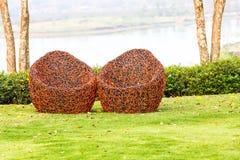 Красный стул в саде стоковая фотография rf