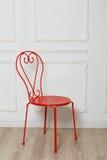 Красный стул металла стоковая фотография rf