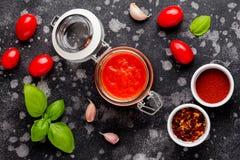 Красный томатный соус для макаронных изделий, пиццы, итальянской классической еды стоковые изображения rf