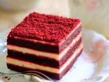Красный торт бархата и чашка чаю Стоковая Фотография RF