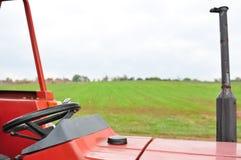 Красный трактор с рулевым колесом Стоковое Изображение RF