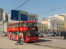 Красный туристический автобус двухэтажного автобуса Стоковые Фотографии RF