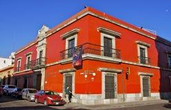 Красный угол улицы Оахака, Мексика Стоковая Фотография RF