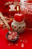 Красный установленный курорт: ложка соли моря, опарника соли моря, куска мыла и Стоковые Изображения
