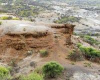 Красный утес в ущелье Oldupai ландшафта Стоковая Фотография RF