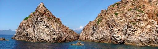Красный утес на побережье Корсики Стоковые Фотографии RF