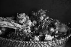 Красный фиолетового пук лука и чеснока Стоковые Фотографии RF