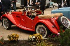 красный цвет автомобиля классицистический Стоковые Изображения