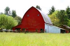 красный цвет амбара старый Стоковые Фото