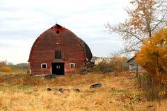 красный цвет амбара старый Стоковая Фотография