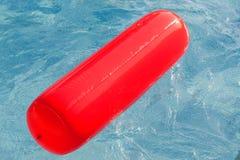красный цвет бассеина поплавка плавая Стоковое Фото