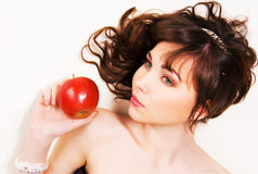 красный цвет брюнет яблока красивейший Стоковое Фото