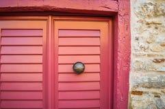 красный цвет двери старый Стоковая Фотография RF