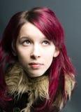 красный цвет взгляда волос девушки emo Стоковое фото RF