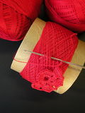 красный цвет вязания крючком Стоковые Изображения