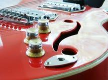 красный цвет гитары стоковая фотография rf