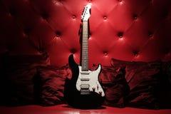 красный цвет гитары Стоковые Изображения