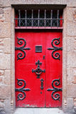 красный цвет двери средневековый Стоковая Фотография