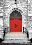 красный цвет двери церков готский Стоковые Изображения