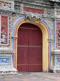 красный цвет двери Стоковые Фото