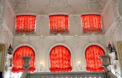 красный цвет дворца занавесов нутряной стоковое изображение