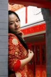 красный цвет девушки одежды фарфора Стоковые Изображения RF