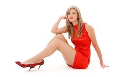 красный цвет девушки платья симпатичный стоковые фотографии rf