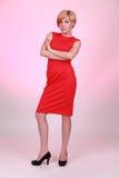 красный цвет девушки платья erious Стоковые Изображения RF