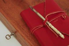 красный цвет дневника книги стоковые фото