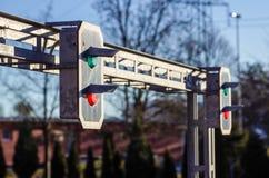 красный цвет зеленого света железнодорожный показывает движение сигнала Стоковые Фото