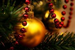 красный цвет золота гирлянды bauble стеклянный Стоковая Фотография