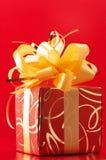 красный цвет золота подарка Стоковое Фото