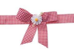 Красный цвет и белизна проверяют ленту ткани сатинировки связанную в смычке Стоковые Фотографии RF