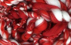 Красный цвет и белизна текстуры пряжи Стоковая Фотография